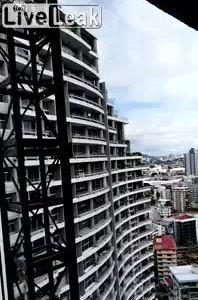 Rơi từ tầng 20 vì chụp ảnh selfie