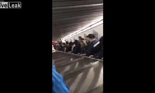 Thang cuốn ga tàu điện ngầm tăng tốc chóng mặt