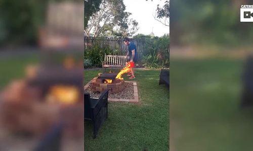 Cháy vườn vì 'đổ dầu vào lửa'