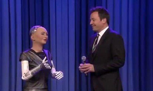 Robot Sophia trổ tài ca hát