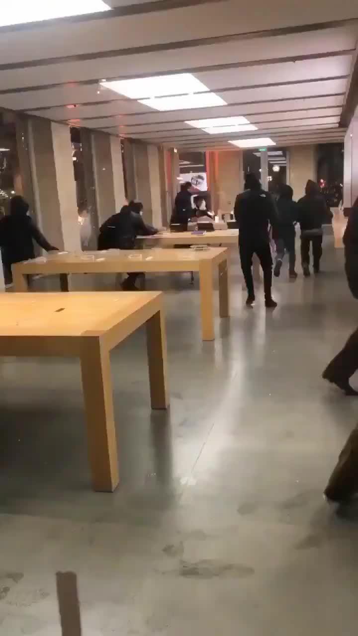 Apple Store bị cướp phá trong cuộc bạo loạn ở Pháp