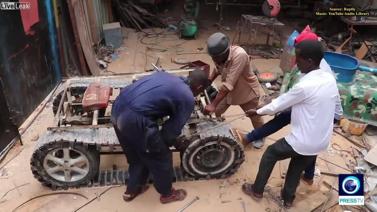 """Thợ máy ở Somali chế tạo """"xe tăng"""""""
