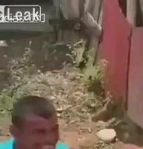 Biểu cảm hạnh phúc khi được tặng xe lăn