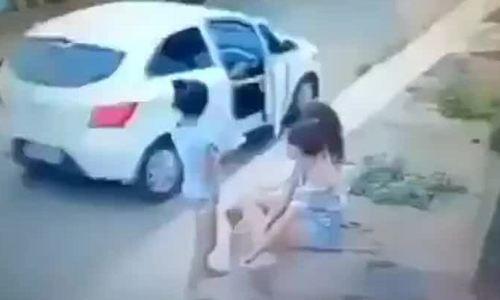 Đi ô tô cướp điện thoại
