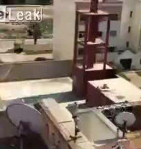 Đá bóng trên nóc nhà vì cách ly