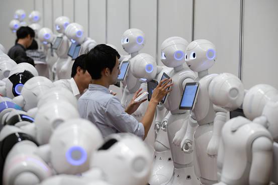 Robot thay thế lao động già ở Nhật Bản