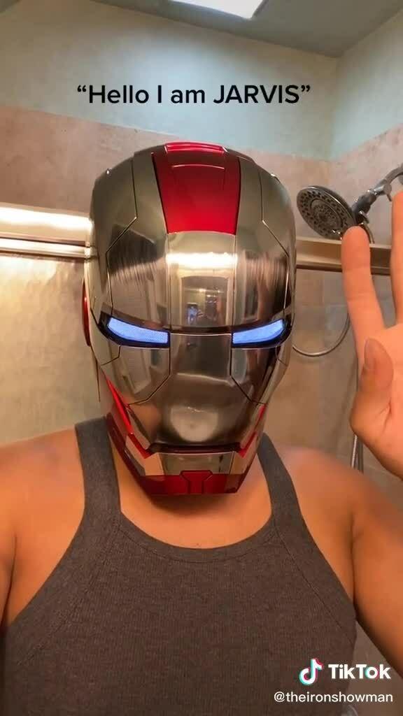 Nón biến hình Iron Man gây sốt trên Internet