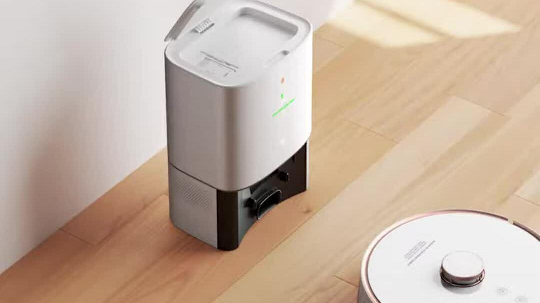 Robot hút bụi tự động gom rác