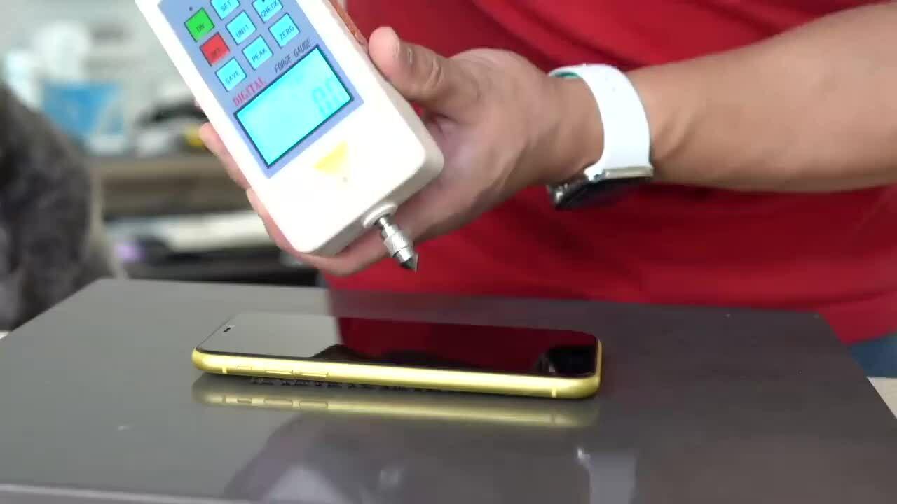 Thử độ bền iPhone 12 bằng búa