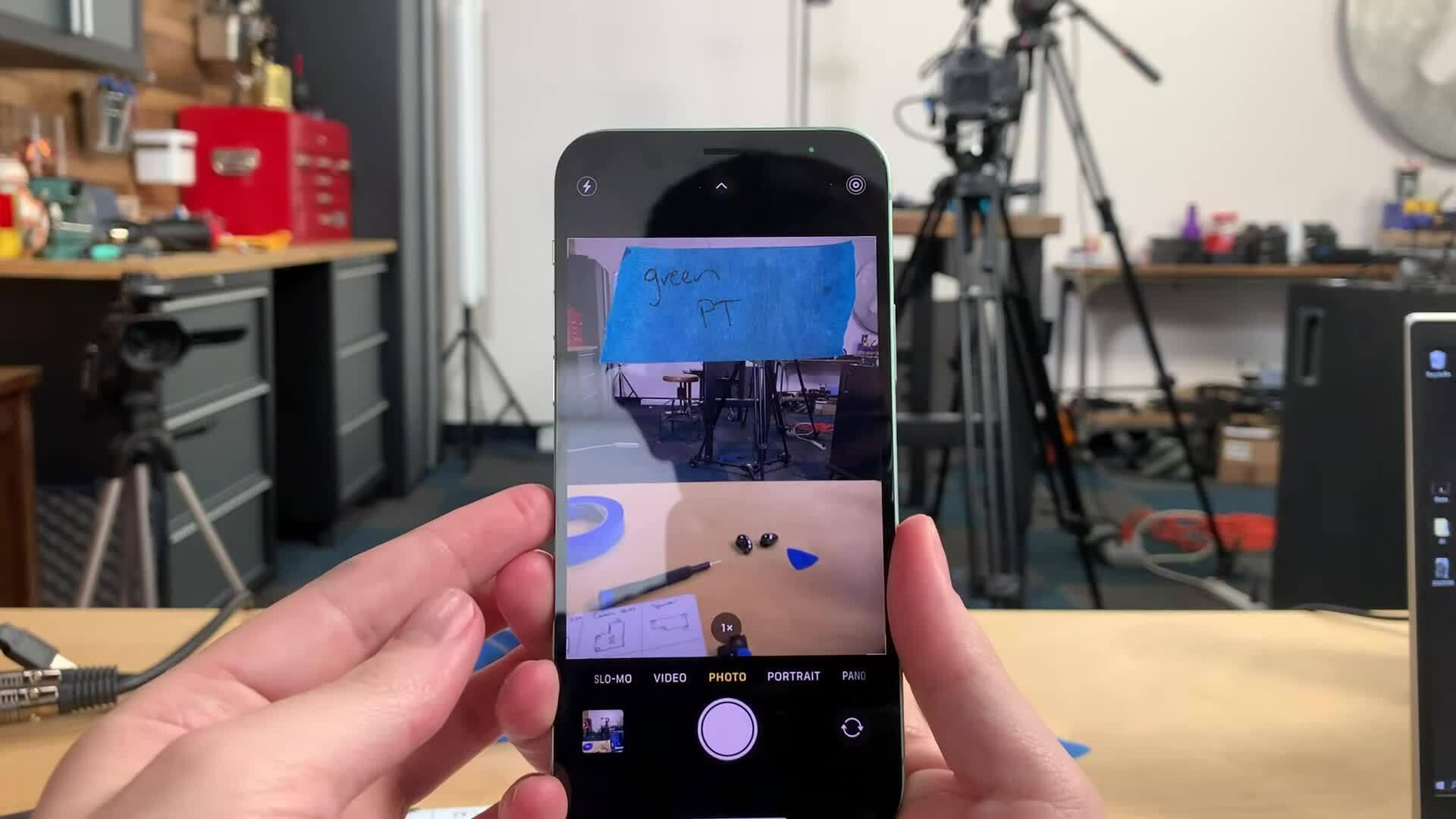iPhone 12 cần dịch vụ của Apple để sửa camera