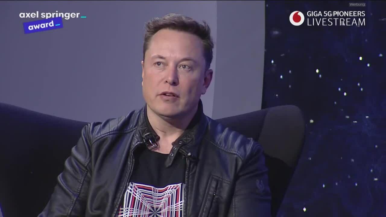 Elon Musk: 'Siêu dữ liệu nguy hiểm hơn bom hạt nhân'