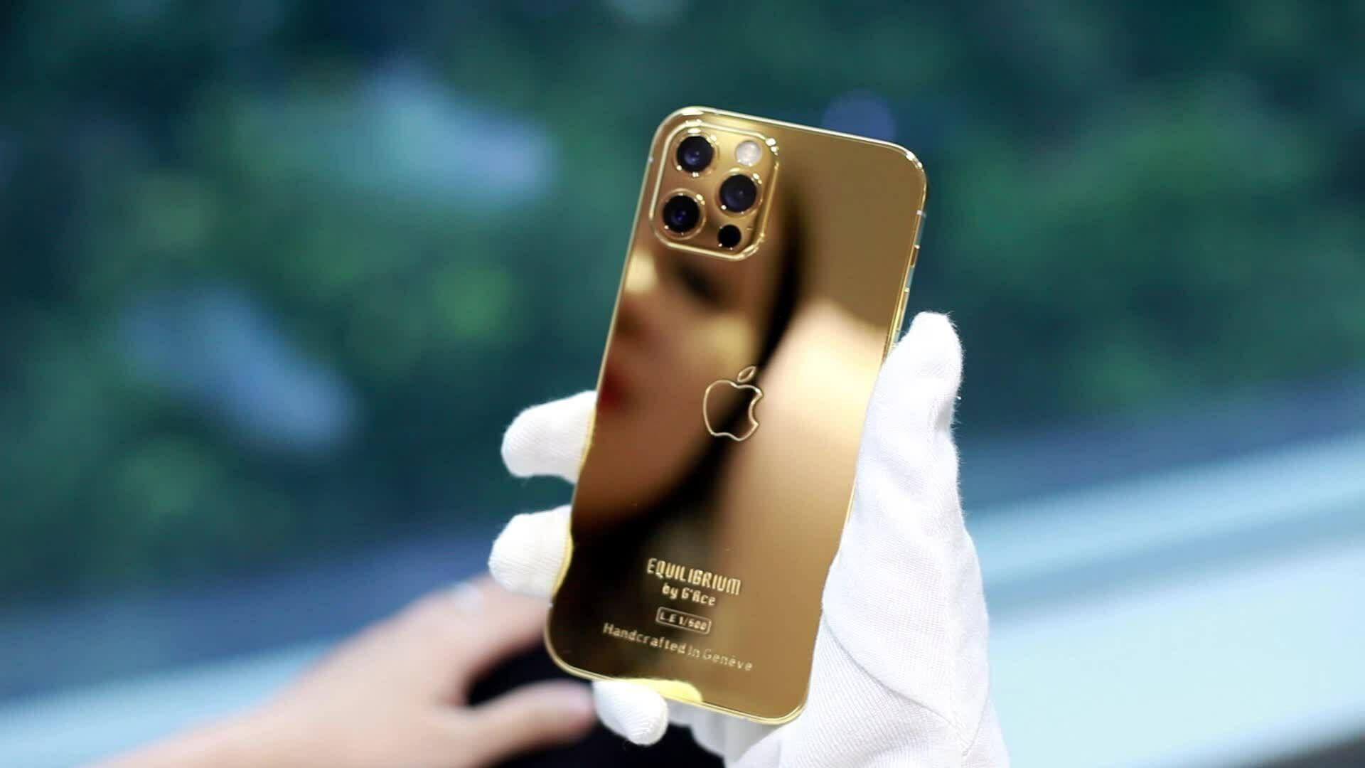 iPhone 12 dán da LV giá hơn trăm triệu đồng