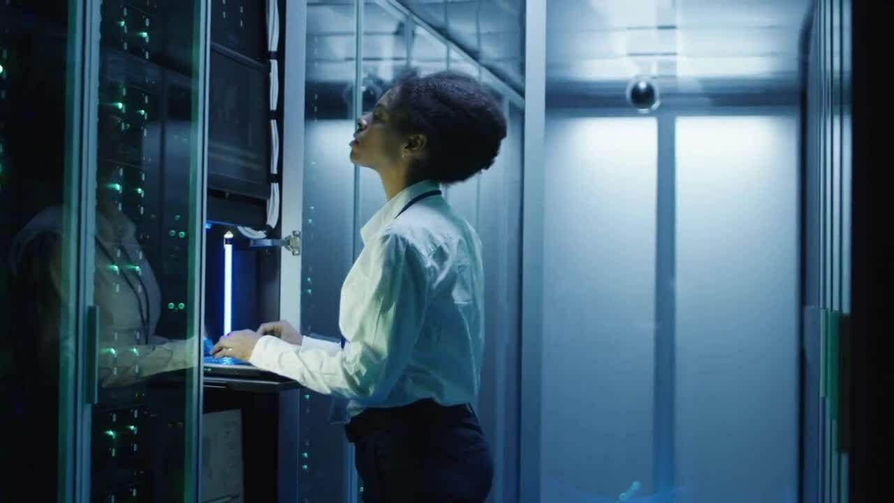Bên trong trung tâm dữ liệu Amazon Web Services