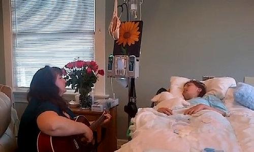 Mẹ đàn hát tạm biệt con gái ung thư