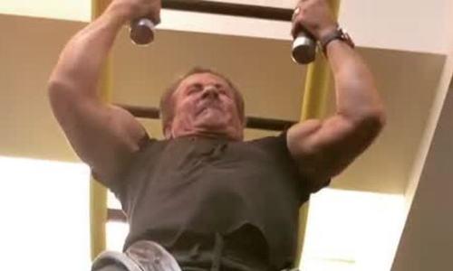 Siêu sao Sylvester Stallone khoe thể lực ở tuổi 71