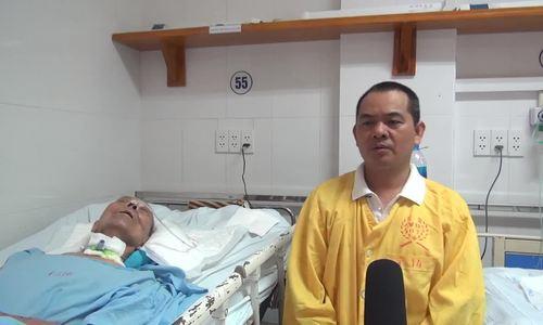 Hai cha con gặp lại nhau sau 37 năm thất lạc tại bệnh viện