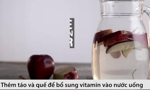 Nước detox từ táo và quế thanh nhiệt