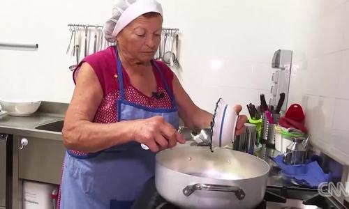 Bí quyết sống thọ trăm tuổi nhờ chế độ ăn ở ngôi làng Italy