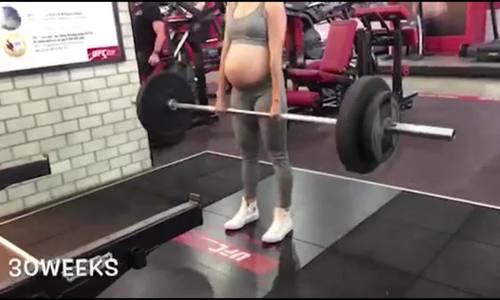 Bà bầu 8 tháng nâng tạ 60 kg
