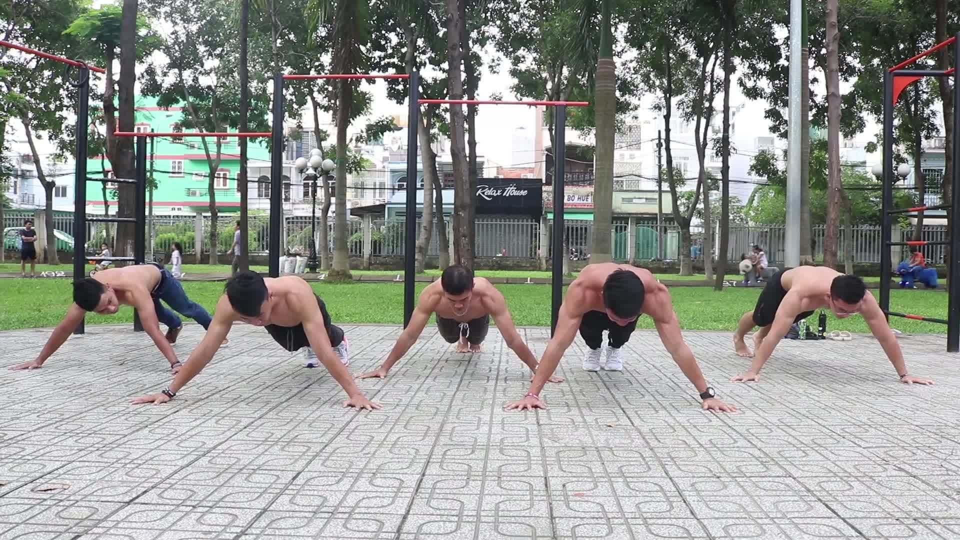 Lớp học rèn luyện thể dục ngoài trời miễn phí ở Sài Gòn