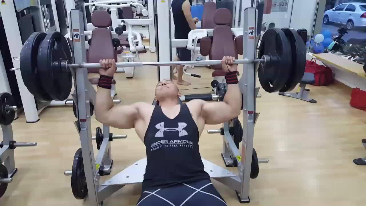 Chàng trai nặng 135 kg lột xác hình thể cường tráng nhờ gym
