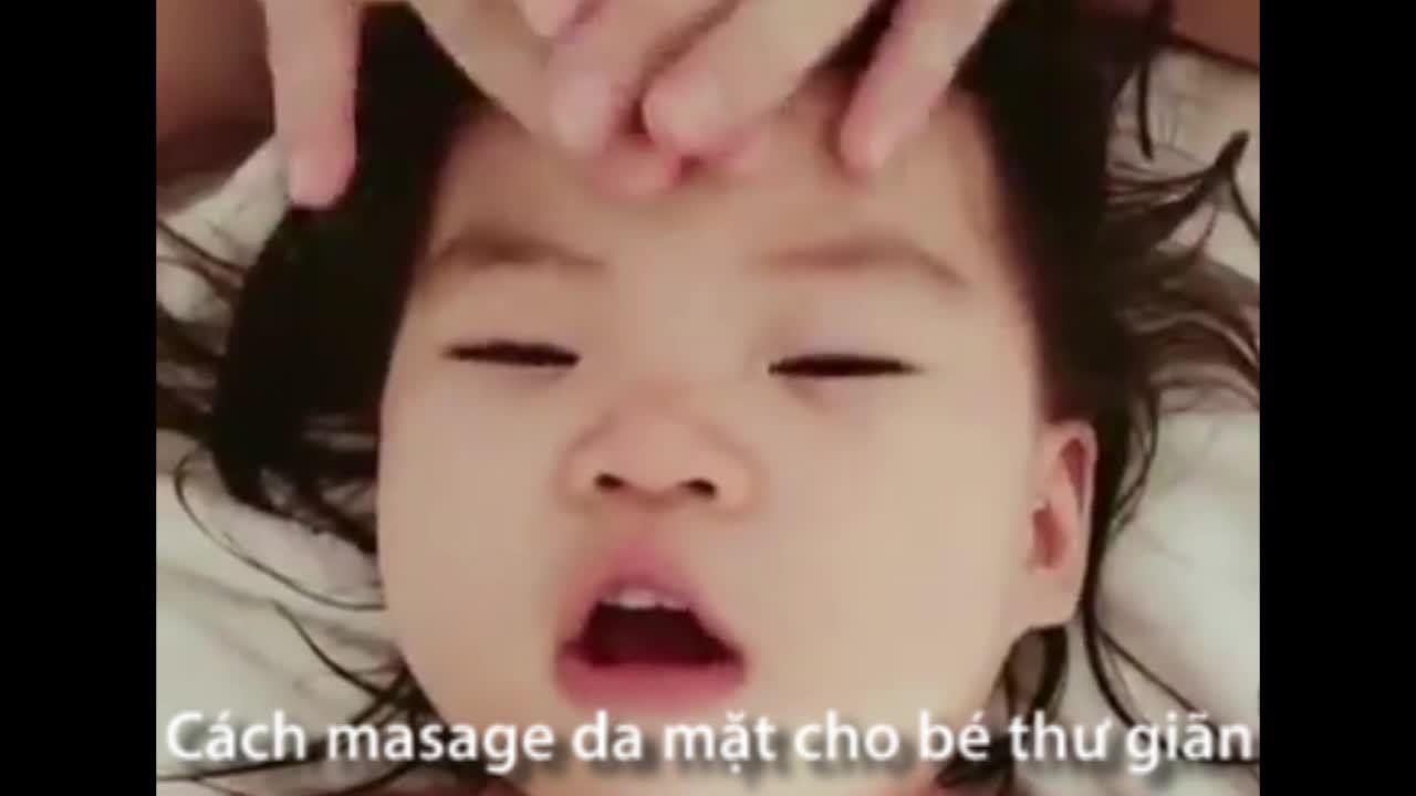 Cách massage da mặt cho trẻ thư giãn