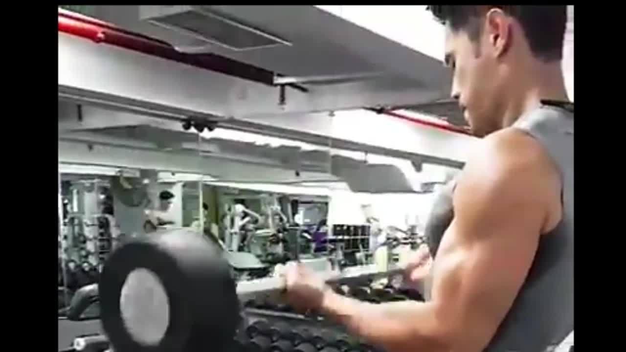 Bài tập với tạ cho nam giới cơ bắp tay săn chắc
