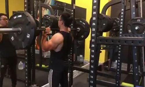 Bạn gái chê gầy yếu, chàng trai tập gym lột xác tăng 20 kg