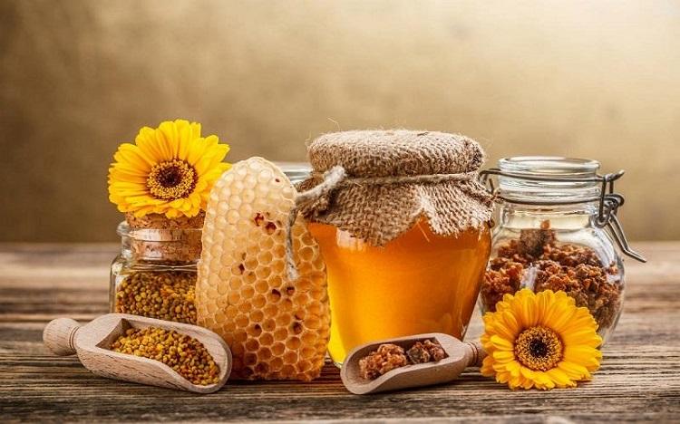 Vì sao trẻ em dưới 1 tuổi không nên ăn mật ong