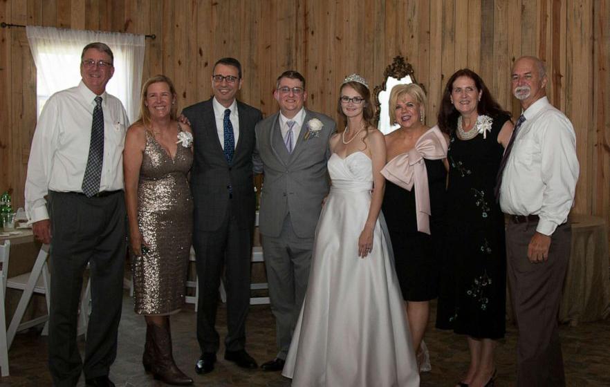 Cặp đôi cùng mắc bệnh bạch cầu 15 năm kết hôn