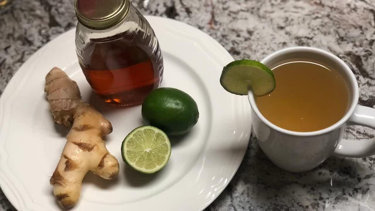 Ca sĩ Phương Trang uốngnước gừng, mật ong mỗi ngày