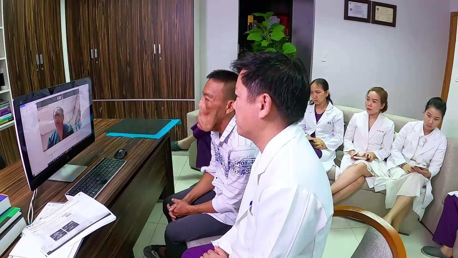 Bác sĩ TP HCM hội chẩn cùng giáo sư người Anh về bệnh nhân biến dạng mặt
