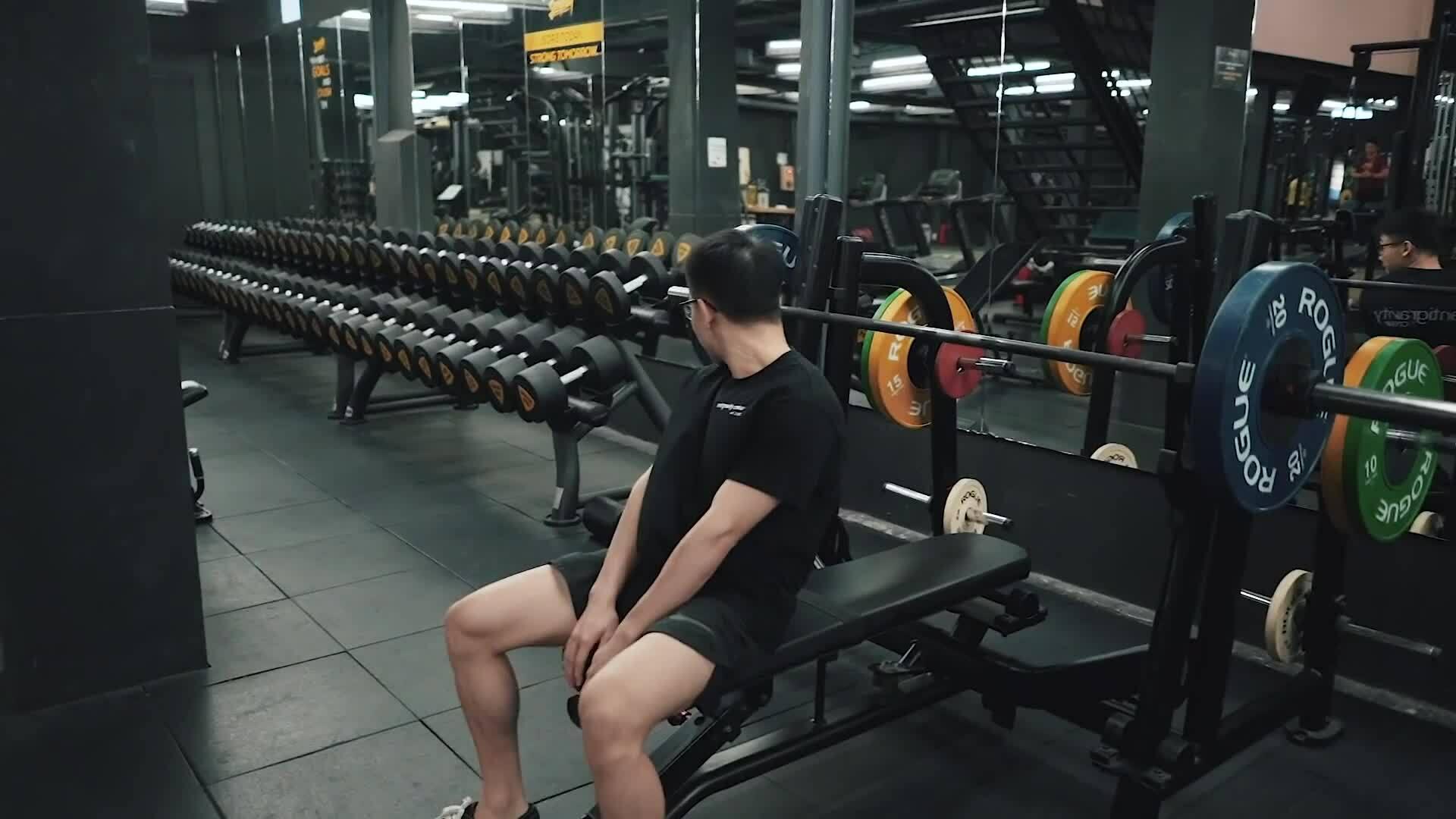 Bài tập kích hoạt cơ bắp với tạ