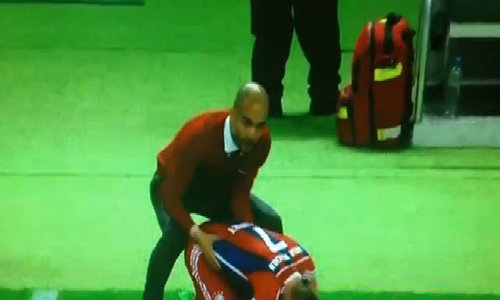 Pep Guardiola massage cho Ribery