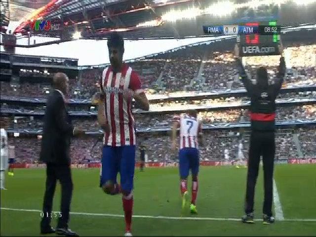 Chấn thương của Diego Costa khiến anh phải rời sân