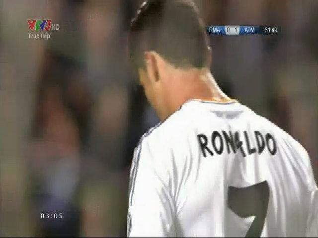 Pha đánh đầu hụt của Ronaldo