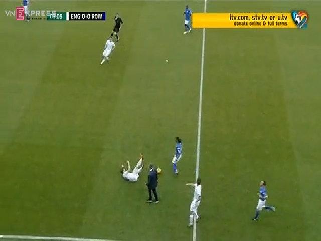 Mourinho lao vào sân đốn ngã cầu thủ