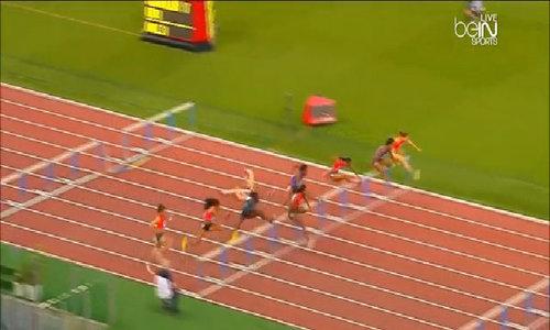 Nhà vô địch Olympic rào ngã gẫy gập cánh tay