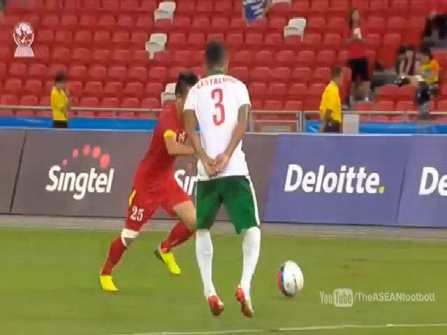 Huy Toàn ghi bàn vào lưới U23 Indonesia