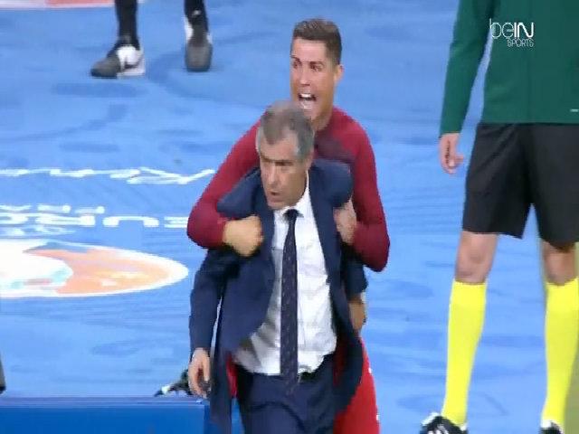 Ronaldo đẩy HLV Fernando Santos để chỉ đạo đồng đội