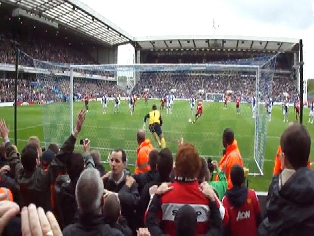 Rooney đá phạt đền vào lưới Blackburn, giúp Man Utd vô địch năm 2011