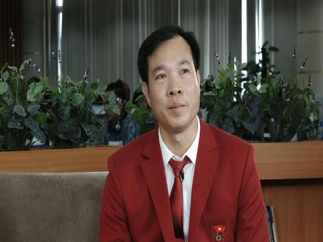 Hoàng Xuân Vinh hát tặng độc giả