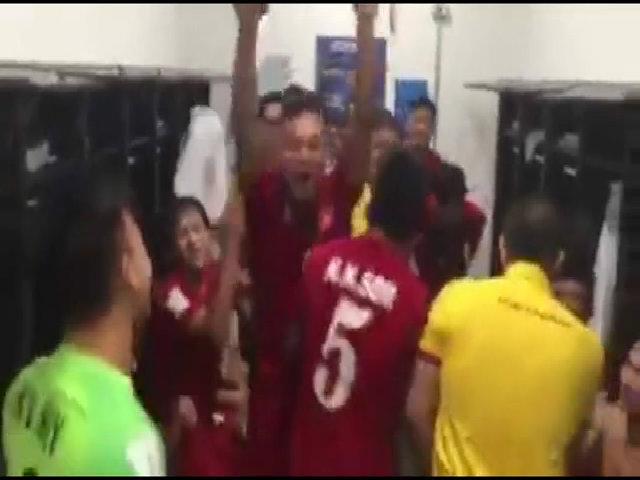 Cầu thủ Futsal Việt Nam ăn mừng sau trận thắng