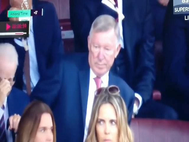 Ferguson lắc đầu chán nản trong trận derby Manchester