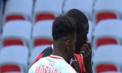 Balotelli bị đuổi sau khi giúp Nice giành lại ngôi đầu Ligue I