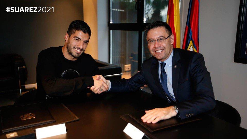 Suarez ký hợp đồng mới với Barca
