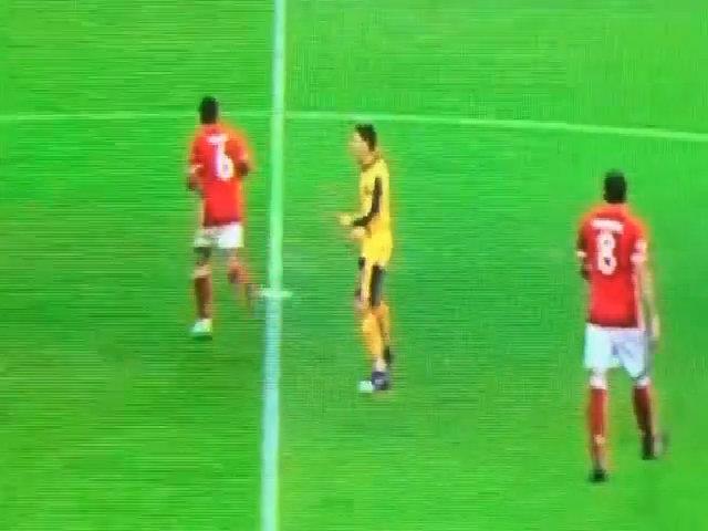 Ozil lười biếng và hời hợt trong trận thua Bayern