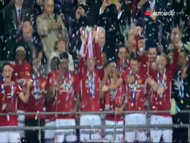 Man Utd vượt Liverpool, chiếm ngôi CLB thành công nhất nước Anh