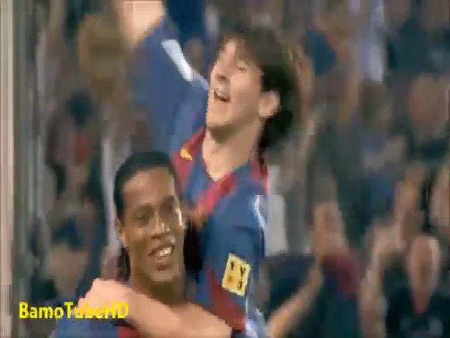 Messi ghi bàn đầu tiên cho Barca từ đường kiến tạo của Ronaldinho