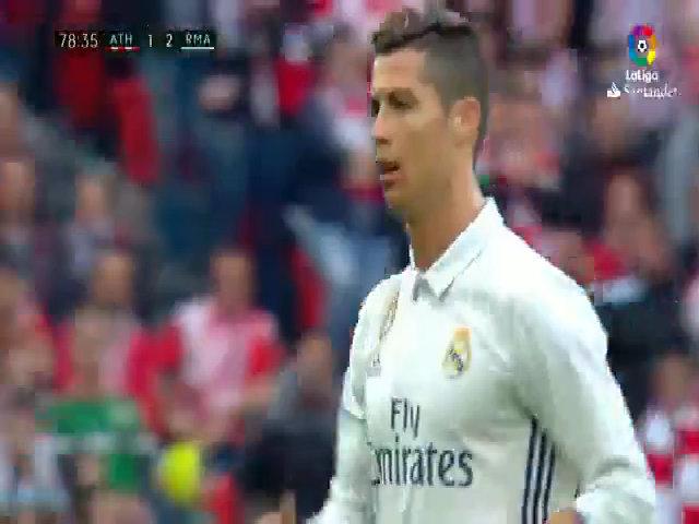 Cristiano Ronaldo phản ứng khi bị thay ra